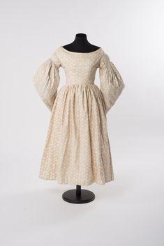 TAGESKLEID 1835-1840 Baumwolle (Leinwandbindung), Druck Online Collections, High Neck Dress, Dresses, Fashion, Fashion Styles, Canvas, Cotton, Gowns, Turtleneck Dress