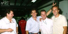 Ayrton Senna em momento descontraído com seu amigo e companheiro de equipe Gerhard Berger, no GP da Austrália de 1992. Ayrton Senna in a relaxing moment with his friend and teammate Gerhard Berger, at the 1992 Australian GP.