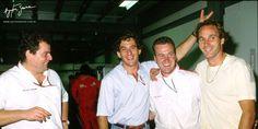 Ayrton Senna em momento descontraído com seu amigo e companheiro de equipe Gerhard Berger, no GP da Austrália de 1992. Ayrton Senna in a relaxing moment with his friend and teammate Gerhard Berger, at the 1992 Australian GP.