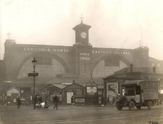 King's Cross, between 1923 and Courtesy of Transport for London at the London Transport Museum. Vintage London, Old London, London City, London History, British History, London Underground Stations, London Transport Museum, History Of England, London Architecture