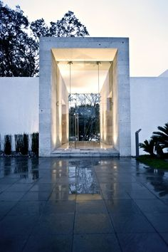 Cañada House / GrupoMM  A GREAT MODERN HOUSE WITH A FRONT DOOR THAT BECKONS