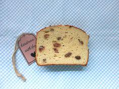 Meine Low Carb Variante des beliebten, leicht süßen Frühstücksbrotes... 1 kleine Kastenform 250 ml Sahne 3 EL Erythrit 2 TL Stevia-Streupulver mit Erythrit