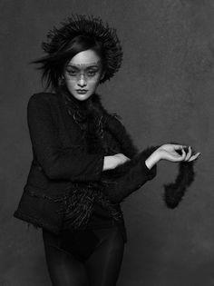 "KARL LAGERFELD & CARINE ROITFELD "" A LITTLE BLACK JACKET CHANEL "" CELEBRIDADES FOTOGRAFADOS DE JAQUETA PRETA POR KARL"