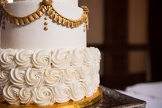 Wedding cake with gold accents | Travis and Haley G Photography | Wedding Cake