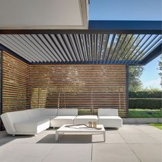 With the IQ Lux vertical screens can be integrated within the design of the roof system to provide additional shelter from the elements. These vertical screens can be designed in a choice of materials and styles such as wooden slats, and Modern Pergola, Outdoor Pergola, Outdoor Spaces, Outdoor Living, Diy Pergola, Small Pergola, Modern Patio, Outdoor Life, Backyard Patio Designs