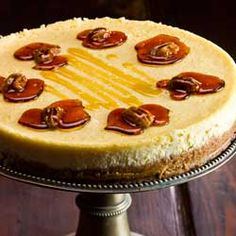 A delectable dish for those sweet of tooth, this yummy maple syrup and vanilla cheesecake recipe with pecan brittle will go down a treat. Maple Syrup Recipes, Pecan Recipes, Dessert Recipes, Desserts, Bonfire Night Food, Yummy Food, Tasty, Pure Maple Syrup, Sweet Treats
