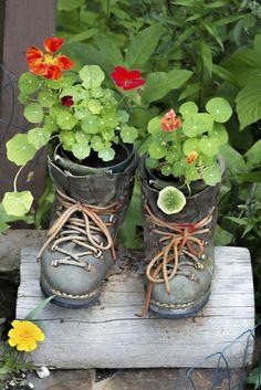 deko ideen selbermachen gartenpflanzen alte schuhe