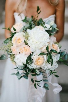 peach and white neutral wedding bouquet #weddingflowers #neutralcolors #weddingcolors #weddingbouquets #weddingideas