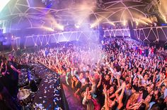 """What are the Best EDM Clubs in Vegas? Hakkasan Las Vegas - Hakkasan at the MGM Grand spared no expenses and snatched the highest paid DJs in the industry including Calvin Harris and Tiesto. If you're looking for the """"festival"""" type of EDM, this is the right place for you. The same DJs will also play at Wet Republic which is also located inside the MGM Grand."""