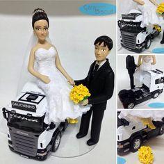 #noivinhospersonalizados ❤️ #caminhoneiro #casamento #biscuit #caraarteembiscuit #noivinhos #wedding #weddingcake #weddings #weddingdress #weddingday #noiva #noivas #buqueamarelo #casacomigo #love #porcelanafria #topodebolo #topodebolopersonalizado  Orçamentos: caraarteembiscuit@yahoo.com.br, ou envie uma mensagem inbox na página https://facebook.com/caraarteembiscuit