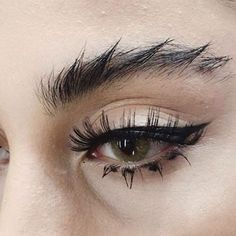 Messy brows, dramatic eyelashes
