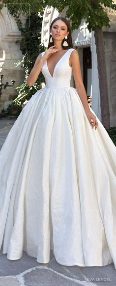 Simple Wedding Dress by Eva Lendel #wedding #weddingideas #weddings #weddingdresses #weddingdress #bridaldress #bridaldresses