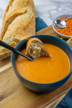 So mag jeder vegan - diese Linsensuppe ist mega lecker soup soup soup healthy recipes froide legumes minceur potimarron Lentil Recipes, Soup Recipes, Chicken Recipes, Healthy Recipes, Mexican Sour Cream, Butternut Squash Risotto, Lentil Stew, Winter Soups, Vegan Soup