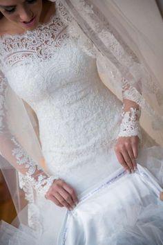 VN362 – Vestido de Noiva Princesa em Renda Ombro à Mostra e Manga 3/4 – Famoso na Internet