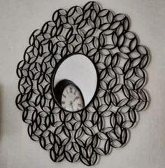 Un miroir en rouleaux de papier toilette !
