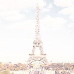 [ DÉCOUVERTE ] Il y a une semaine j'ai eu l'immense chance de dîner dans un sublime restaurant. Un restaurant qui vous fait voyager avec votre assiette mais aussi et surtout avec sa vue sur Paris et sa Dame de Fer ... Pour en savoir plus rendez-vous sur le blog (http://lemarronblanc.fr).  @cieldeparis #cieldeparis #food #restaurant #gastronomie #parisjetaime #miam #toureiffel #damedefer #tourmontparnasse @montparnassetower http://ift.tt/1OzCeo5