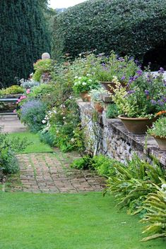 Unexpected landscape design elements like putting greens, water features #landscaping #backyard #frontyard