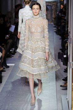 Valentino Haute Couture Spring Red, Embroidery and Vintage Make for Winning Looks - theFashionSpot Style Haute Couture, Couture Fashion, Runway Fashion, High Fashion, Fashion Show, Gothic Fashion, Juicy Couture, Collection Couture, Ellie Saab