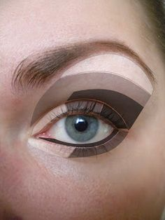 How to apply eyeshadows for smokey eye