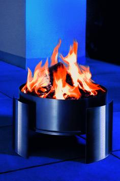 Designerskie i eleganckie palenisko Fera ze stali nierdzewnej  może stanowić oświetlenie ogrodu czy tarasu oraz źródło ciepła poczas chłodnych wieczorów.
