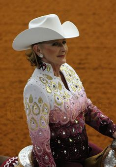 Advanced country style: A great idea of using a gradient so you can have a white hat/dark chaps Western Show Shirts, Western Show Clothes, Horse Show Clothes, Horse Clothing, Riding Clothes, Equestrian Outfits, Western Outfits, Western Wear, Western Riding