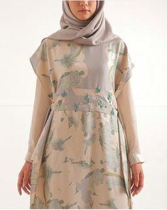 Hijab Dress Party, Hijab Style Dress, Dress Outfits, Abaya Fashion, Muslim Fashion, Fashion Dresses, Modest Dresses, Nice Dresses, Casual Dresses