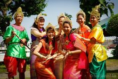 Beautiful traditional Thai costumes as teams dress up during one of our Amazing Race team building Thailand events.   http://teambuilding-bangkok.com/