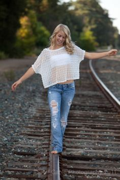 Front view of railroad picture Senior Girl Poses, Girl Senior Pictures, Senior Girls, Senior Photos, Senior Portraits, Outside Senior Pictures, Senior Posing, Country Senior Pictures, Male Portraits