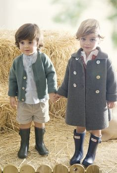 A collection of cute kids in Autumn scenes - - these little boys are so adorable. Little Fashion, Look Fashion, Kids Fashion, Baby Boy, Baby Kids, Carters Baby, Cute Kids, Cute Babies, Stylish Kids