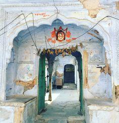 Beautiful temple in downtown Jaipur #jinjinducap #followyourbliss