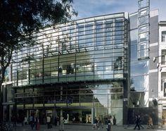 De opdrachtgever Vendex KBB heeft om een grootscheepse aanpak gevraagd van het 25.000 m² meters omvattende V&D pand in de historische binnenstand van Maastricht. Doel van de verbouwing en renovatie was een efficiënter gebruik van het gebouw, w...