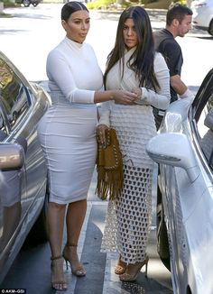 Kourtney, Kim and Khloe Kardashian wear super tight all white outfits Instead of wallowing in the pain of her break-up, the was obliged to work and spotted filming Keeping Up With The Kardashians in Westlake Village, California with her siblings. Kourtney Kardashian, Kim And Kourtney, Kardashian Style, Kardashian Jenner, Kendall Jenner, All White Outfit, White Outfits, Kardashian Familie, Star Fashion