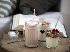 Granatæblesmothie Milkshakes, Smoothies, Panna Cotta, Ethnic Recipes, Food, Essen, Smoothie, Yemek, Smoothie Packs
