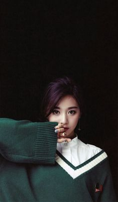 Chou Tzu-yu, known as Tzuyu, is a Taiwanese singer based in South Korea and a member of the K-pop girl group Twice, Tzuyu is currently attending Hanlim Multi Art School after passing her exam K Pop, Kpop Girl Groups, Korean Girl Groups, Kpop Girls, Nayeon, Twice Tzuyu, Chou Tzu Yu, Twice Kpop, Dahyun