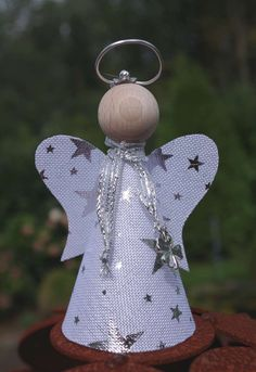 Make a fortune angel with lighting. Guardian angel with light and as a craft kit for crafting. Diy Christmas Ornaments, Christmas Angels, Christmas Themes, Holiday Decor, Free To Use Images, Motif Design, Merry Little Christmas, Yarn Over, Craft Kits