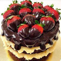 Cobertura paranakedcakesabor chocolate, um acabamento que seu bolo tem que ter, dá um visualincrível eum saborirresistívelao seunakedcake.