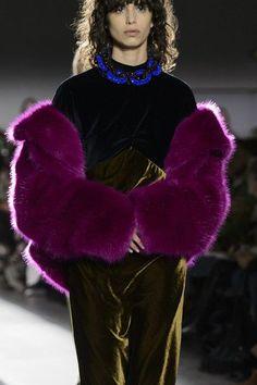 Dries Van Noten at Paris Fashion Week Fall 2017 - Details Runway Photos
