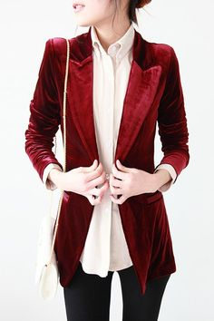 Red Silk Velvet Blazer love this x Silvester Party Outfit, Mode Style, Style Me, Nerd Style, 70s Style, Christmas Look, Christmas Ideas, Winter Stil, Inspiration Mode