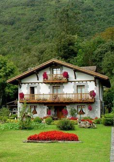 Discover recipes, home ideas, style inspiration and other ideas to try. Future House, My House, Colorado Springs Camping, Swiss House, Basque Country, Beautiful Sites, Spanish Style, Spanish Revival, Spanish Colonial