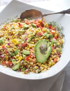Corn Avocado Salad, Tomato, Black Eyed Peas and Four-Minute Corn on the Cob - Spinach Tiger Fried Corn Recipes, Veggie Recipes, Salad Recipes, Avocado Tomato Salad, Avocado Salat, Best Side Dishes, Side Dish Recipes, Black Eyed Peas, Sweet Corn Salad Recipe