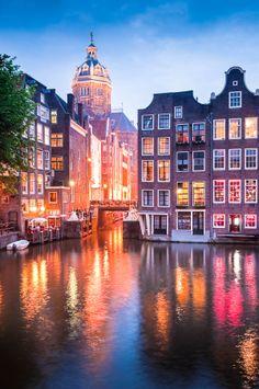 St. Nicholas kerk in Amsterdam, toch ook wel een wereldstad!? https://www.hotelkamerveiling.nl