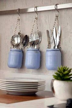 Make yourself glass jars in your home decor Loved it ! One more organizational tip for your kitchen. With some glass jars you . Little Kitchen, Diy Kitchen, Kitchen Decor, Kitchen Utensils, Kitchen Ideas, Decorating Kitchen, Glass Kitchen, Cutlery Storage, Cutlery Holder