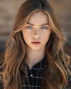 스몰미디어 :: '2017년 세계에서 가장 아름다운 10명'에 뽑힌 Jade Weber, 몇살처럼 보여요?