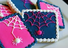 preppy spiders....who says halloween has to be all orange and black?  {cookie decorating tutorial}