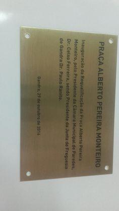 placa de inauguração em latão