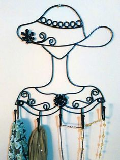 Scarf, belt and jewelry holder. Wrought Iron Decor, Iron Furniture, Iron Art, Metal Crafts, Anime Art Girl, Interior Design Living Room, Decoration, Design Elements, Wall Decor
