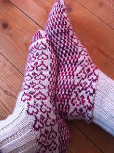 knee-high socks, 5.50 pattern with unusual heel construction