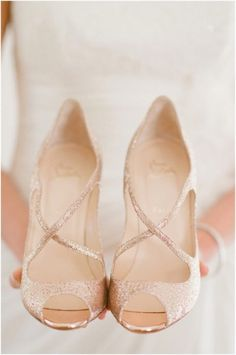 Christian louboutin wedding shoes fashion trend www.be Cheap price for Christian Louboutin High heels/Shoes for your Chrismas day! Rose Gold Wedding Shoes, Bridal Shoes, Rose Gold Weddings, Glitter Wedding, Champagne Wedding Shoes, Wedding Rings, Rose Gold Sandals, Small Heel Wedding Shoes, Rose Gold Dress Shoes