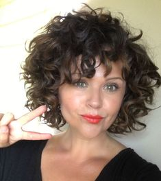 Best Curly Bob Hairstyles for Women with Chic look is part of Curly hair styles - Hair length is very important If you have a curly hair type, we offer you the most beautiful curly bob hairstyles recommendations Let's take a look these Curly Hair Styles, Short Curly Hairstyles For Women, Curly Hair With Bangs, Curly Hair Cuts, Curly Bob Hairstyles, Hairstyles With Bangs, Short Hair Cuts, Bangs Hairstyle, Short Curly Bob