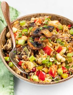 This Mushroom Fried Rice recipe is budget friendly and super quick to make. It's a great way to use up leftover cooked rice, is made all in one pan and takes no more than 15 minutes! Delicious Vegan Recipes, Vegetarian Recipes, Vegan Meals, Vegan Food, Tostadas, Rice Recipes, Cooking Recipes, Vegan Fried Rice, Appetizers
